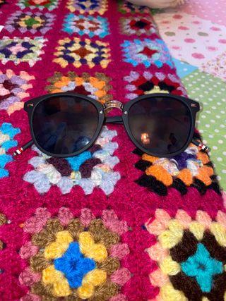 Gafas de sol negras de chico