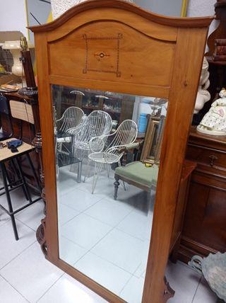 antiguo espejo modernista con marquetería