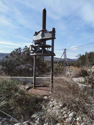 prensa antigua de aceite