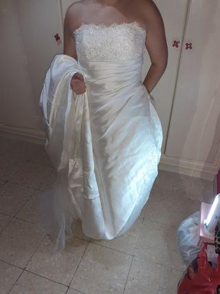 traje de novia de palabra de honor con cola