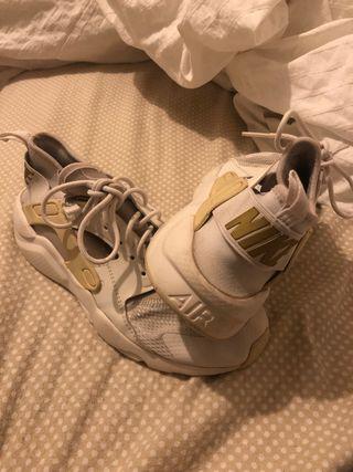 Distraer Cadera pétalo  Zapatillas Nike Huarache de segunda mano en WALLAPOP