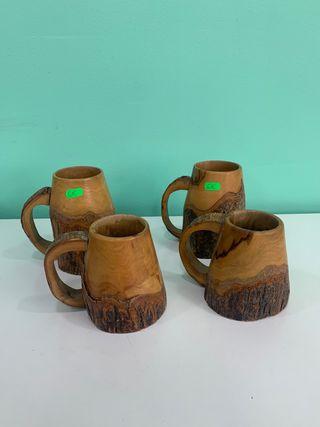 Jarras talladas en madera