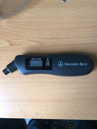 Medidor presión neumáticos/linterna mercedes-benz