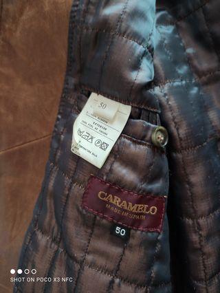 chaqueta de piel marrón