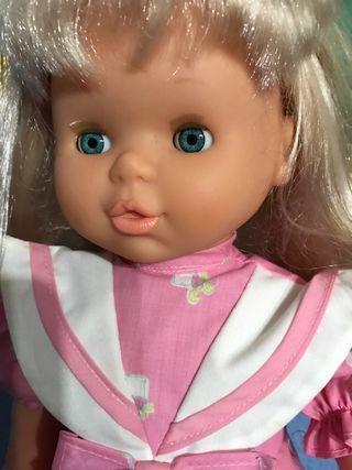 Muñeca de Famosa Paula