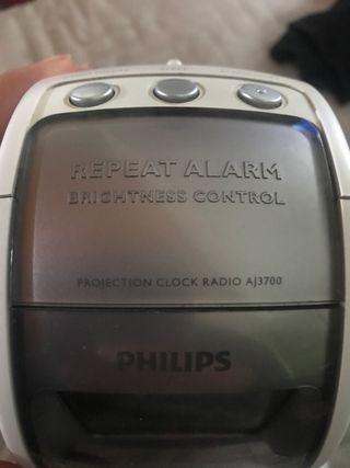 Despertador Philips con radio y proyector