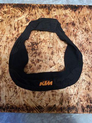 Cuello KTM con cremallera.