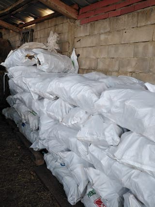 Se venden sacos de astillas