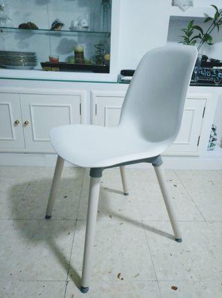Dos sillas de cocina