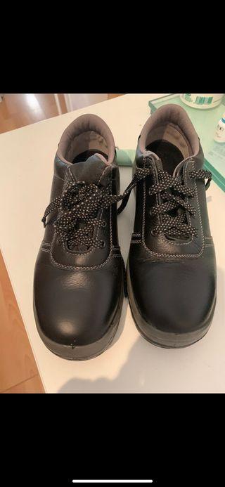 Se vende zapato de seguridad con punta de acero