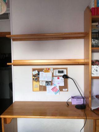 Mueble de madera maciza con 4 cajones y 4 estanter