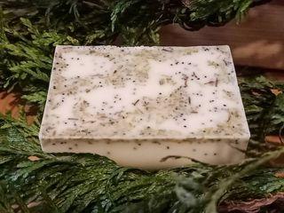 jabón de menta, romero y semillas de amapola