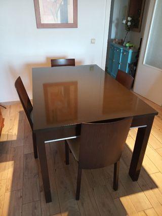mesa salon con sus 4 sillas