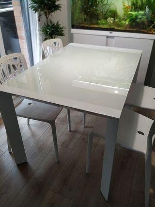 Mesa de cristal blanca extensible