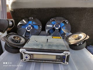 radio reproductor y altavoces