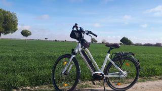 Bicicleta eléctrica trekking NMC
