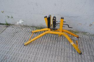 Soporte fijador para puertas y tableros