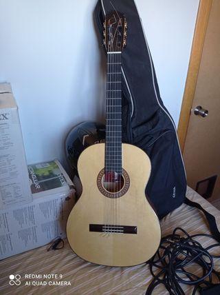 guitarra flamenca amplificada martinez