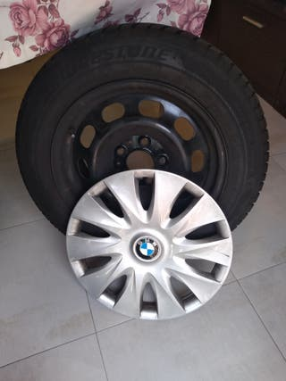 Neumáticos Bridgestone de invierno y tapacubos BMW