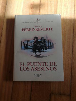 Libro El puente de los asesinos. Pérez Reverte.