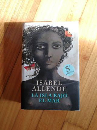 """Libro """"La isla bajo el mar"""". Isabel Allende."""