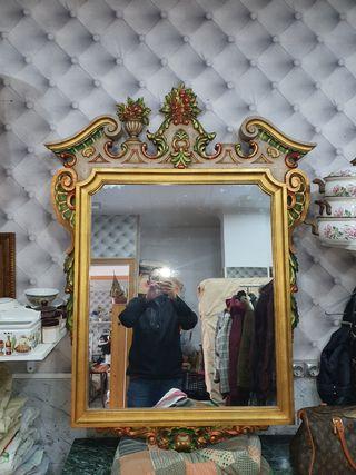 espejo tallado y pintado a mano