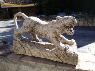Escultura Leon tallada en Granito
