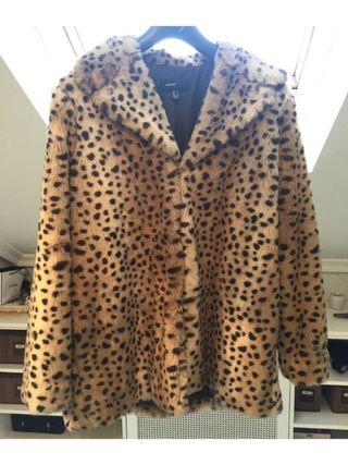 Abrigo de piel sintética Leopardo XL de Mango
