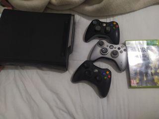 Xbox 360 120GB HDD Con 2 juegos y 3 Mandos.