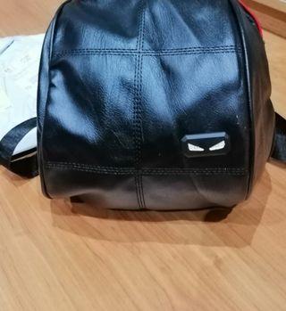 Bolso mochila estilo Fendi. NUEVO