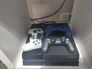 PS4 500G 3 mandos y 2 juegos Crash
