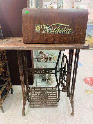 Maquina de coser wertheim con pie de hierro