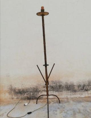 Lampara de pie en hierro forja falso bambu