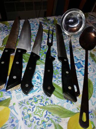 juego cuchillos y cazo de servir y cuchara