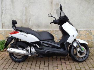 Yamaha Xmax 250 o cambio por scooter 125