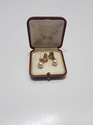 Antiguos pendientes con perla majorica
