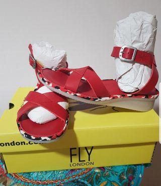 Sandalia FLY LONDON roja 38