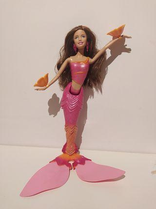 Barbie Sirena nada y baila