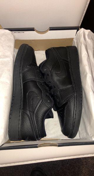 Jordan 1 Low Triple Black