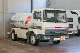 Camión Nissan cisterna