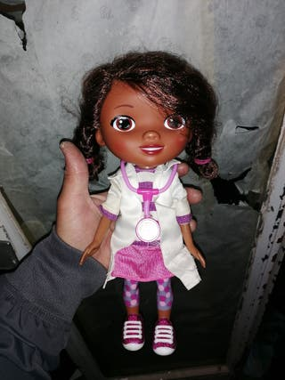 muñeca doctora juguetes