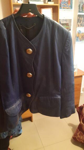 chaquetas de cuero y gabardina