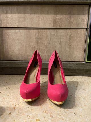 Zapato de tacón rosa