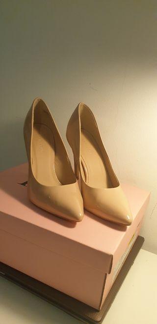 Zapatos nude charol