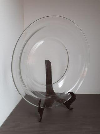 Plato grande y hondo de cristal transparente