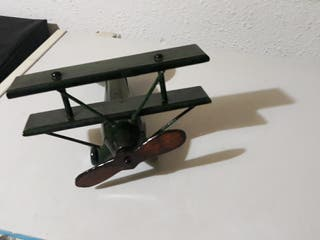 Avion de madera de decoración