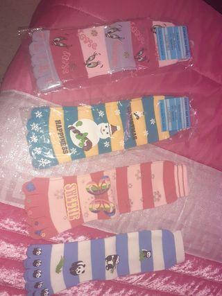 calcetines metidos por los dedos