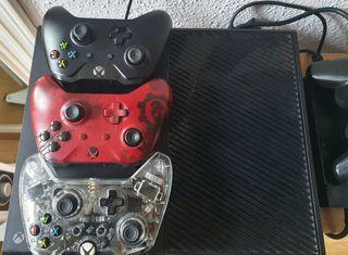 Xbox one 1tb, 3 mandos y 6 juegos