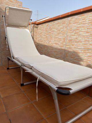 Tumbona con colchón beige