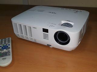 Video proyector NEC V260X.